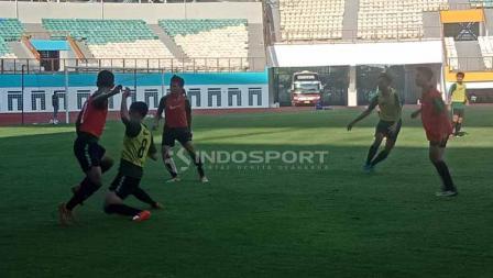 Internal game dalam seleksi Timnas Indonesia U-19 di Stadion Wibawa Mukti, Cikarang (25-04-2019). Foto: Shintya Anya Maharani/INDOSPORT