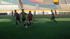 Indosport - Proses Seleksi Timnas Indonesia U-18 di Stadion Wibawa Mukti, Cikarang (25-04-2019). Foto: Shintya Anya Maharani/INDOSPORT