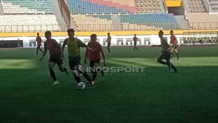 Internal game dalam seleksi Timnas Indonesia U-19 di Stadion Wibawa Mukti, Cikarang (25-04-2019). Foto: Shintya Anya Maharani/INDOSPORT - INDOSPORT