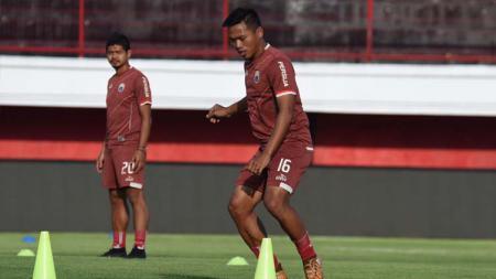 Pemain Persija Jakarta, Tony Sucipto saat sesi latihan jelang laga babak 8 besar Piala Indonesia antara Bali United vs Persija, Kamis (25/04/2019). Foto: Media Persija/Khairul Imam - INDOSPORT