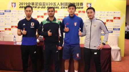 Pelatih Timnas Futsal Indonesia U-20, Kensuke Takahashi saat preskon jelang uji coba di Taiwan, Kamis (25/04/2019). Foto: Ical/FFI - INDOSPORT
