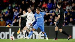 Indosport - Bale sedang beradu dengan pemain Getafe