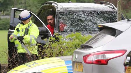 Bek Manchester United, Chris Smalling, kena tilang polisi. - INDOSPORT