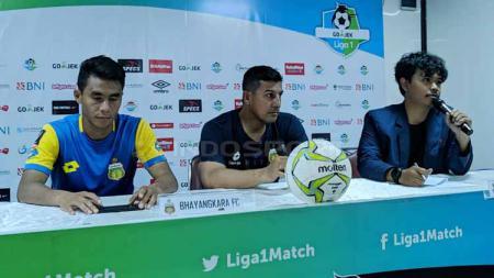 Preskon Bhayangkara FC dan PSM Makassar menjelang leg pertama babak delapan besar Piala Indonesia. Zainal Hasan/INDOSPORT - INDOSPORT