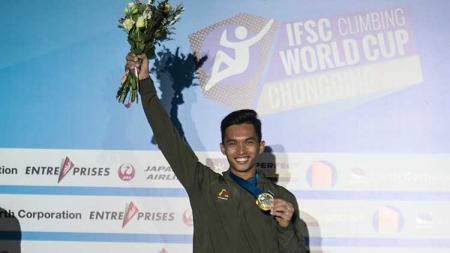 Atlet Panjat Tebing, Alfian M Fajri berhasil meraih emas di kejuaraan IFCS Climbing Worldcup 2019 di Prancis. Menpora Imam Nahrawi ucapkan selamat. - INDOSPORT