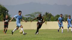 Indosport - Laga Persipura vs Persitema Temanggung