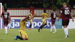 Indosport - Selebrasi pemain Bhayangkara FC usai membobol gawang PSM Makassar pada leg pertama babak delapan besar Piala Indonesia (27/04/2019) di Stadion PTIK, Jakarta. Foto: Herry Ibrahim/INDOSPORT