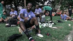Indosport - Siwijaya FC kedatangan pemain naturalisasi Esaiah Pello Benson saat pemusatan latihan (27/04/2019) di Solo. Foto: kitosriwijayafc