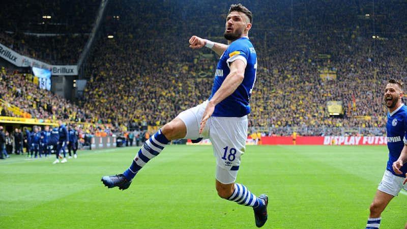 Selebrasi Daniel Caligiuri usai cetak gol ke gawang Dortmund, TF-Images/Getty Images Copyright: TF-Images/Getty Images