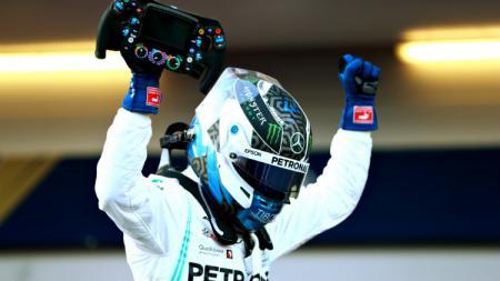 Valtteri Bottas dari tim Mercedes sukses meraih pole position untuk balapan perdana Formula 1 2020 di GP Austria. - INDOSPORT