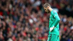 Indosport - De Gea tertunduk lesu dalam laga kontra Chelsea.