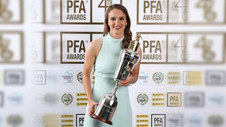 Vivianne Miedema pemain wanita terbaik Liga Primer Inggris 2018/19. Foto: Twitter@PFA - INDOSPORT