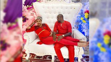 Kimmy Jayanti dan Greg Nwokolo mengadakan acara 7 bulanan ala India. - INDOSPORT