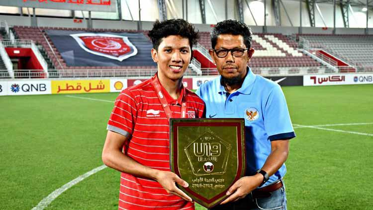 Pemain berdarah Aceh yang berkarier di Qatar Khuwailid Mustafa Ibrahim (kiri) dan sang ayah Mustafa Ibrahim Alkhor (kanan). Copyright: Facebook/KhuwailidMustafa