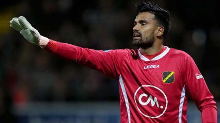 Kiper keturunan Indonesia, Benjamin van Leer saat memperkuat klub Belanda NAC Breda. - INDOSPORT