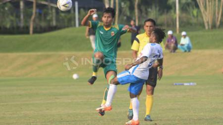 Laga uji coba Sriwijaya FC versus Perseru Badak Lampung di Lapangan YIS, Sleman, Selasa (30/04/19). Ronald Seger Prabowo/INDOSPORT - INDOSPORT