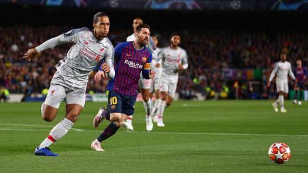 Virgil van Dijk dan Lionel Messi saat laga leg pertama semifinal Liga Champions 2018/19 Barcelona vs Liverpool. Robbie Jay Barratt - AMA/Getty Images. - INDOSPORT