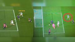Indosport - Virgil van Dijk tanyak hanya melihat pergerakan Lionel Messi menggiring bola di kemelut gawang timnya.