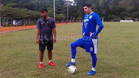 Esteban Vizcarra kembali berlatih bersama Persib Bandung. Arif Rahman/INDOSPORT - INDOSPORT
