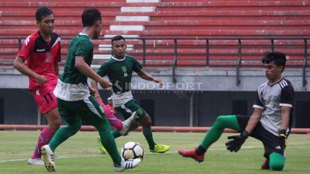 Osvaldo Haay saat mengikuti laga uji coba di Stadion GBT. Foto: Fitra Herdian/INDOSPORT - INDOSPORT