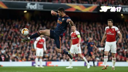 Aksi Valencia saat melawan Arsenal di leg pertama Liga Europa 2018/19 Jumat (03/05/19) lalu. James Williamson-AMA/Getty Images. - INDOSPORT