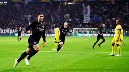 Luka Jovic saat selebrasi usai mencetak gol ke gawang Chelsea di semifinal Liga Europa 2018-19. - INDOSPORT