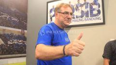 Indosport - Robert Rene Alberts tengah mempersiapkan skuat Persib jelang laga lawan Persebaya di Piala Menpora.