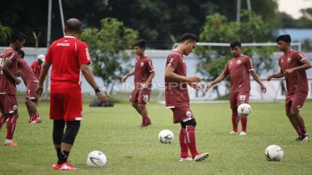 Dilatihan kali ini hadir dua pemain dari Persija U-20 dan satu pemain yang trial saat latihan Persija Jakarta jelang leg kedua babak 8 besar Piala Indonesia lawan Bali United di Lapangan PS AU TNI Halim Perdanakusuma, Jakarta Timur, Jumat (03/05/19). - INDOSPORT