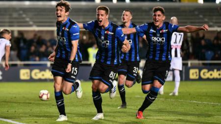Para pemain Atalanta sedang berselebrasi merayakan gol - INDOSPORT