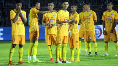 Skuat Arema FC dengan jersey anyar musim depan. Ronald Seger Prabowo/INDOSPORT - INDOSPORT