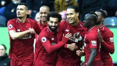 Indosport - Para pemain Liverpool merayakan gol yang dicetak Van Dijk ke gawang Newcastle United