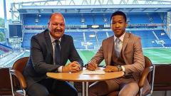 Indosport - Joseph Ferguson Simatupang menandatangani kontrak baru.