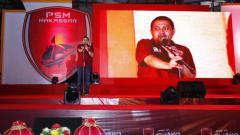 Indosport - CEO PSM Makassar, Munafri Arifuddin memberikan pidato di acara peluncuran jersey baru.