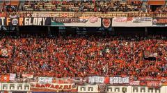 Indosport - Jakmania bisa tetap mendukung Persija Jakarta di final Piala Menpora 2021, meski dari rumah saja.