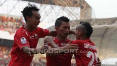 Indosport - Bersama Riko & Novri, Ismed Sofyan selebrasi saat mencetak gol untuk Persija Jakarta.