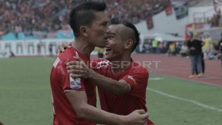 Ismed Sofyan dan Riko Simanjuntak selebrasi gol dalam laga Kratingdaeng Piala Indonesia: Persija vs Bali United. - INDOSPORT