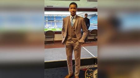 Tak ada lagi kompetisi sepak bola akibat corona membuat pemain berdarah Indonesia di Liga Inggris, Joseph Ferguson Simatupang mengeluarkan unek-uneknya. - INDOSPORT