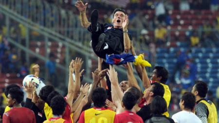 Radojko Avramovic saat menjuarai Piala AFF 2004 bersama Singapura - INDOSPORT