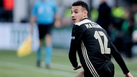 Dalam misi pencarian bek kanan anyar, Real Madrid menyiapkan siasat licik untuk membajak bintang muda milik Ajax Amsterdam, Noussair Mazraoui. - INDOSPORT