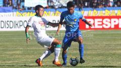 Indosport - Slamet Budiyono saat masih berseragam PSS Sleman melawan PSIM Yogyakarta dalam laga Liga 2 musim lalu