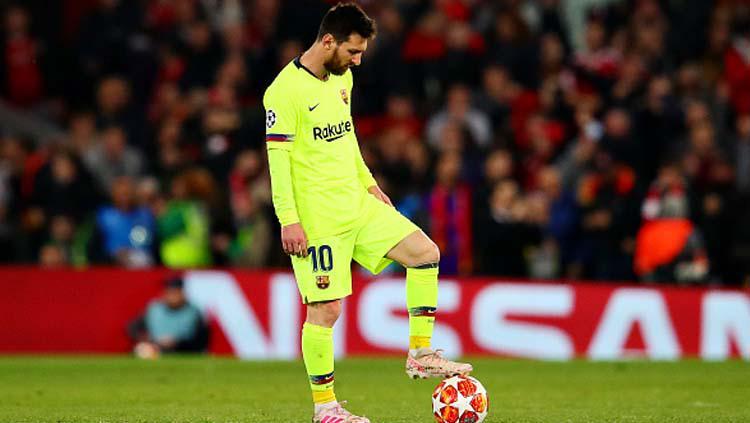 Pemain megabintang sekaligus kapten Barcelona, Lionel Messi tak percaya timnya dibantai 0-4 oleh Liverpool. Copyright: Chris Brunskill/Fantasista/GettyImages