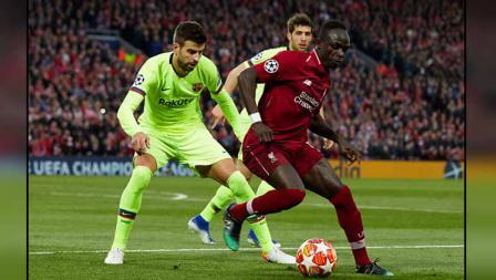 Striker Liverpool, Sadio Mane mendapat penjagaan ketat dari bek tengah Barcelona, Gerard Pique.