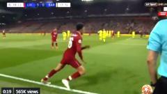 Indosport - Trent Alexandre-Arnold saat menendang tendangan sudut yang berakhir dengan gol untuk Liverpool ke gawang Barcelona di Liga Champions, Rabu (08/05/19) dini hari WIB.