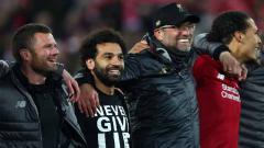 Indosport - Meski absen, Mohamed Salah ikut merayakan keberhasilan Liverpool melaju ke final Liga Champions 2018/19.