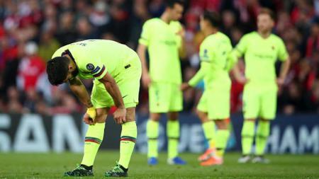 Luis Suarez menunduk kecewa usai Barcelona gagal ke babak final Liga Champions 2018/19. - INDOSPORT