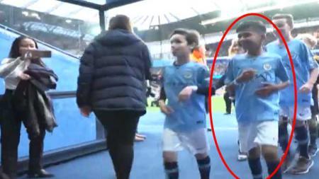 Rizky, Bocah Korban Gempa Palu, Saksi Laga Manchester City Vs Leicester City. - INDOSPORT