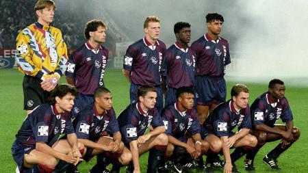 Skuat Ajax Amsterdam musim 1994/95. - INDOSPORT