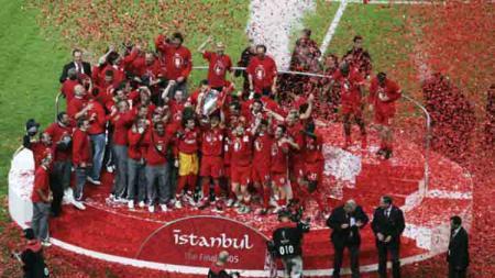 Potret kemenangan Liverpool sebagai juara Liga Champions 2005 usai menundukan AC Milan. Getty Images/Getty Images. - INDOSPORT