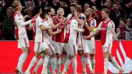 Selebrasi para pemain Ajax Amsterdam saat unggul atas Tottenham Hotspur
