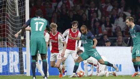 Momen ketika Lucas Moura merusak lini pertahanan Ajax Amsterdam sebelum ia mencetak gol keduanya.